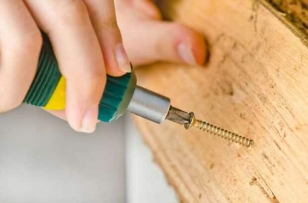 Мыло или свечки: чем лучше натирать шурупы перед вкручиванием в дерево