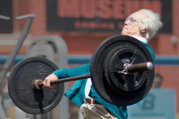 Тренировка 80-летнего пенсионера: занимается так, что хочется идти в зал