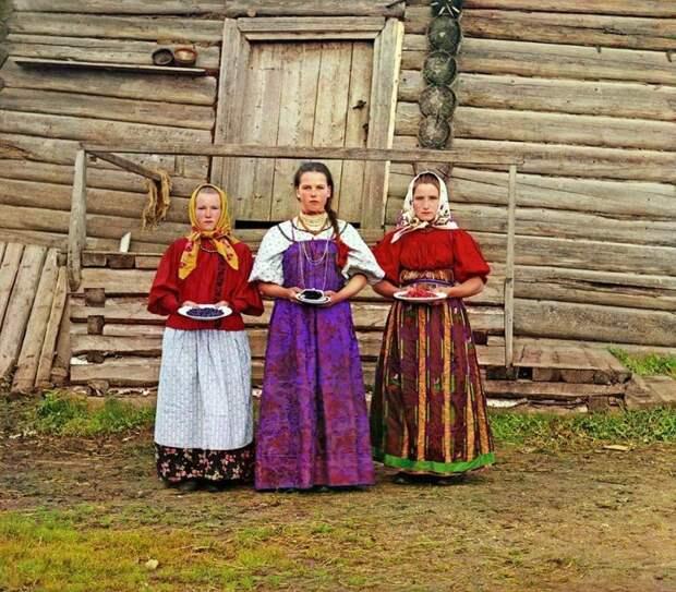 Крестьянские девушки. Деревня Топорня. Вологодская губерния, 1909 год империя., путешествия, цветное фото