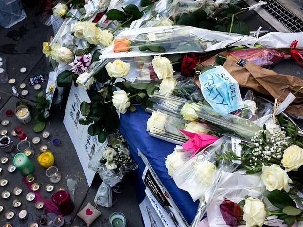 В Париже проводят акции памяти погибшего Самюэля Пати, а в России с почестями хоронят убийцу // фото: Global Look Press