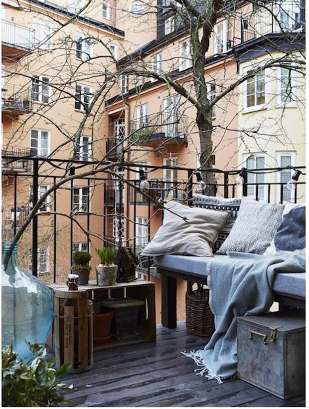 Немедленно выбросьте старые лыжи! 7 идей по облагораживанию балкона