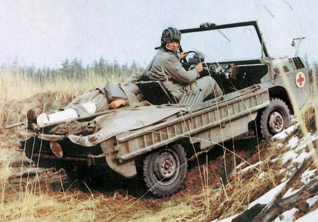 ЛуАЗ-967 рассчитан на перевозку двух раненых.   Фото: autocentre.ua.