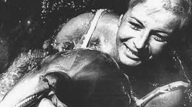 Галина Шурепова: как первая женщина-водолаз готовила боевых дельфинов