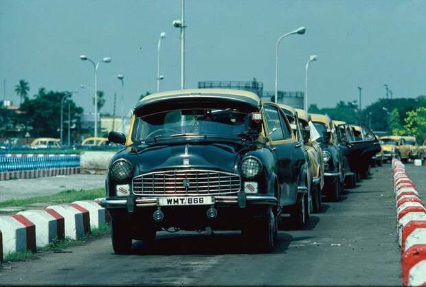 Крайне обычно выглядели четверть века назад улицы индийских городов: 1992, СССР, дорожное движение, капиталистические страны, прошлый век, соц. страны, страны третьего мира, улицы