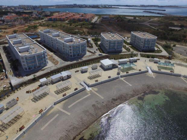 Лучший пляж Севастополя «Адмиральская лагуна» готовят к летнему сезону