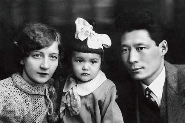 Татьяна Игнатова (мама), Кюнна Игнатова, Николай Алексеев (отец)