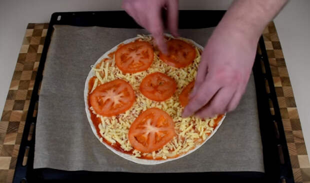 "Тончайшая пицца ""Маргарита"" на лаваше за 10 минут"