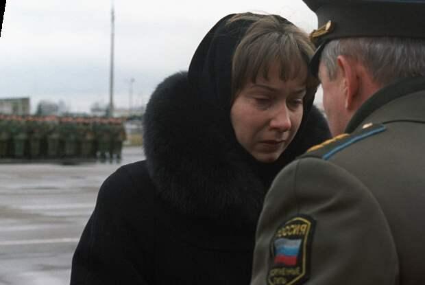 Вдова Марка Николаевича Евтюхина Лилия на вручении Звезды Героя