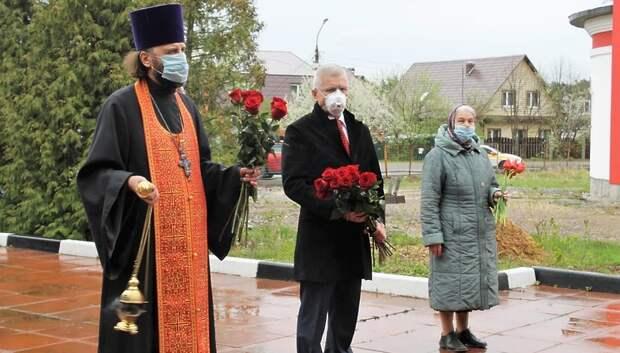 Депутат Мособлдумы Максимович почтил память погибших в ВОВ в Подольске
