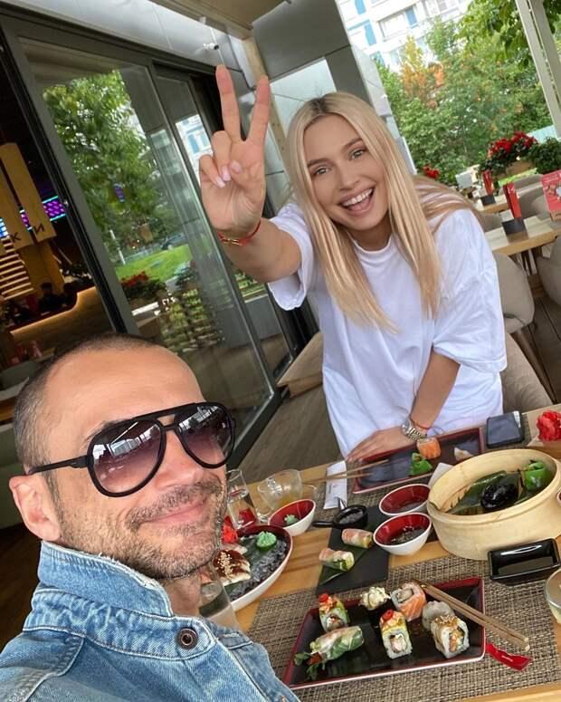 Наталья Рудова разыграла подписчиков «беременным» животом