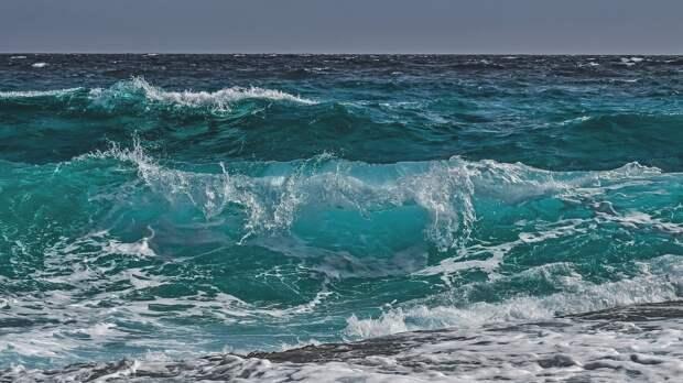 Спасатели второй день ищут пропавшего в море у Ялты купальщика