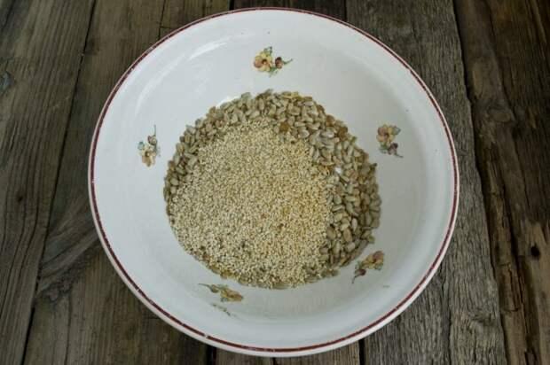 Добавляем обжаренные семечки кунжута