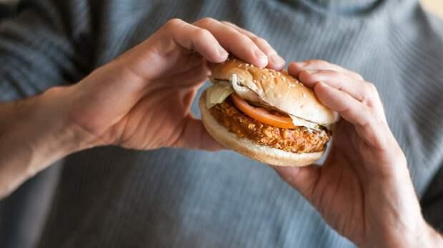 Диетолог назвал главную опасность перекусов