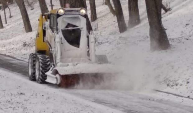 Кустранению последствий снегопада вРостове подготовили больше 200 единиц техники