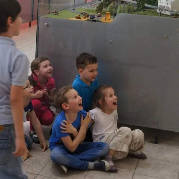 Грустная мысль о наручных часах... Или сколько стоит радость ребенка Музей, Макет, Детство, Масштабная модель, Железнодорожный моделизм, Видео, Длиннопост, Рига
