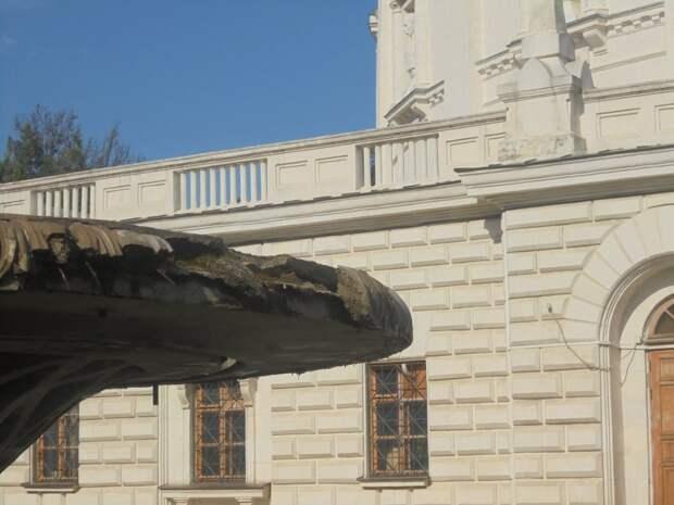 Брошенный Минкультом РФ Исторический бульвар в Севастополе разрушается