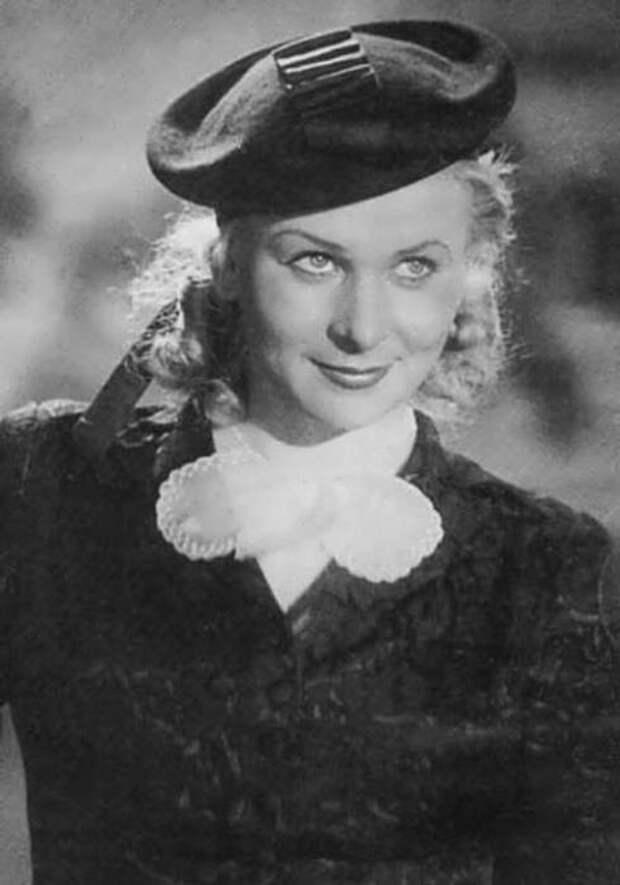 Любимые актрисы советского кино в черно-белых тонах.
