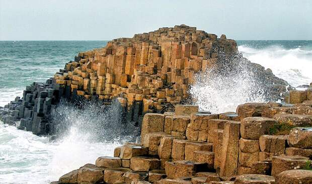 Изображение взято с сайта:  https://wallsdesk.com/wp-content/uploads/2016/11/Giants-Causeway-Desktop.jpg