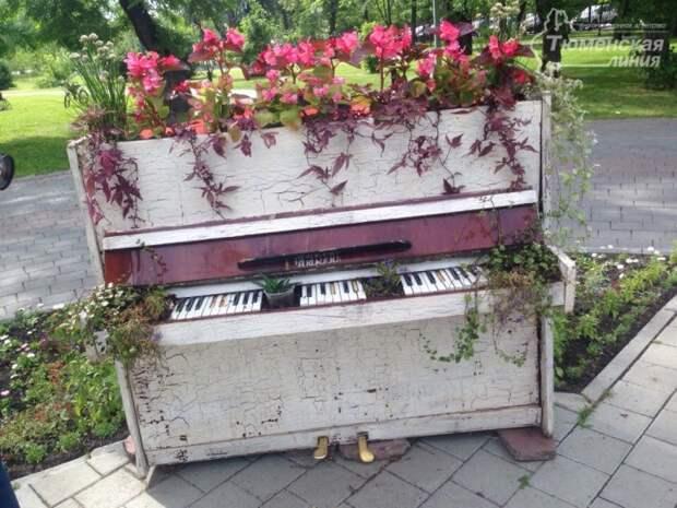Старенькое пианино.