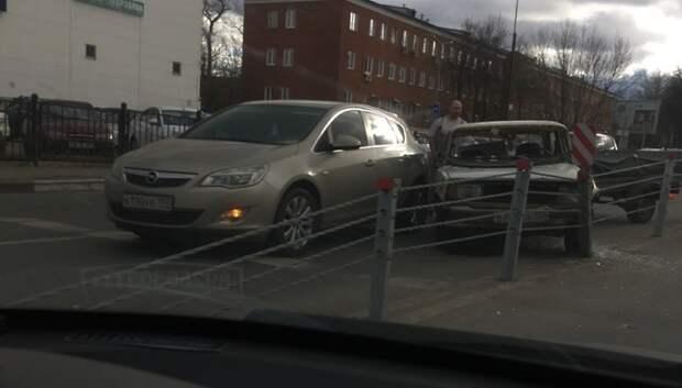 Два автомобиля столкнулись на Большой Серпуховской улице в Подольске
