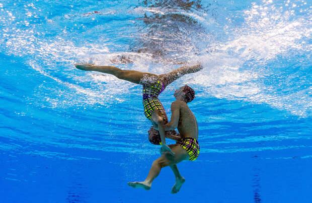 Это первый в России мужчина в синхронном плавании, и он берет золото на всех чемпионатах мира