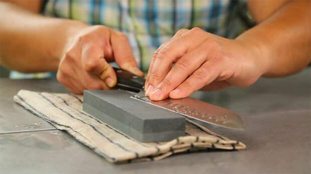 Точим кухонные ножи без посторонней помощи: советы от шеф-повара