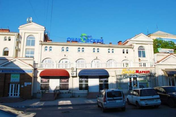 Закрытый в Севастополе торговый центр может начать работу
