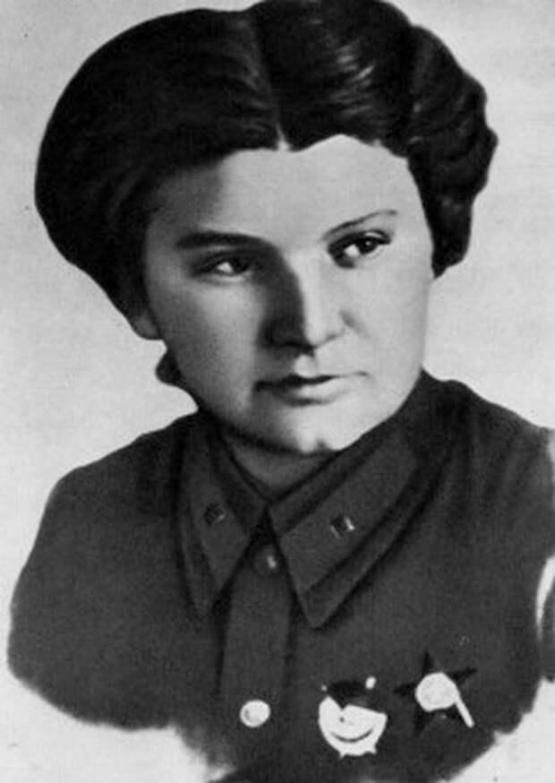 Евдокия Носаль первой в 46-м Гвардейском Таманском полку была удостоена звания Героя Советского Союза, посмертно