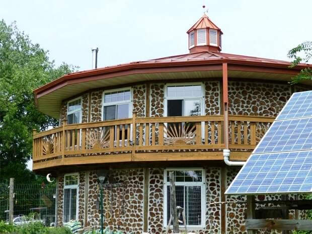 Отличный пример, как можно построить собственный дом своими руками без привлечения профессионалов.