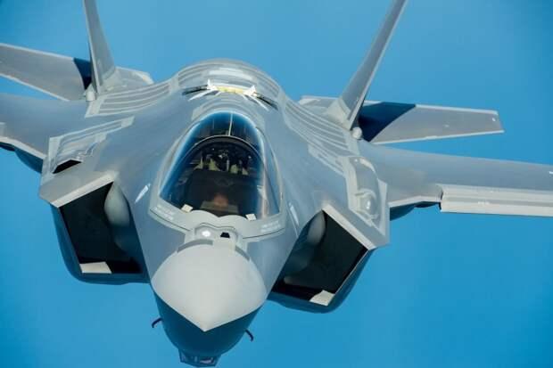 """Истребитель F-35А показали в """"режиме зверя"""""""