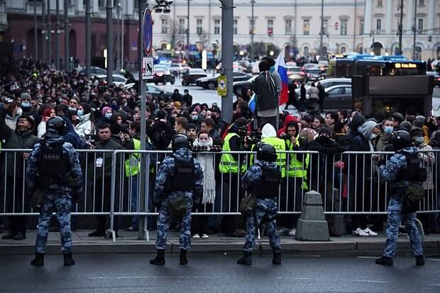 МВД: в городах России на несанкционированные акции вышли 14,4 тысячи человек