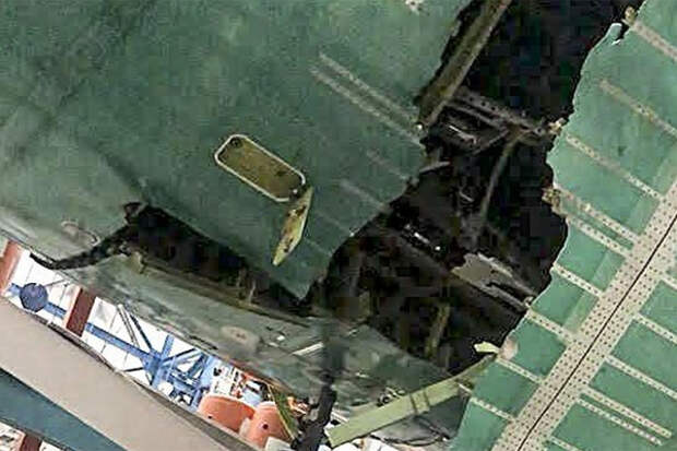 """Новейший Boeing 777X на испытаниях лопнул """"по швам"""""""
