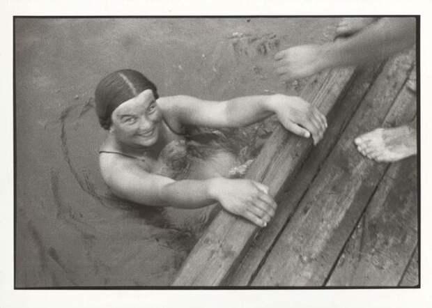 В воде. Михаил Прехнер, 1930-е, из архива МАММ/МДФ.