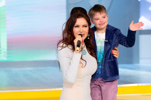 Эвелина Блёданс рассказала о «белых пятнах» в отношении к «солнечным» детям