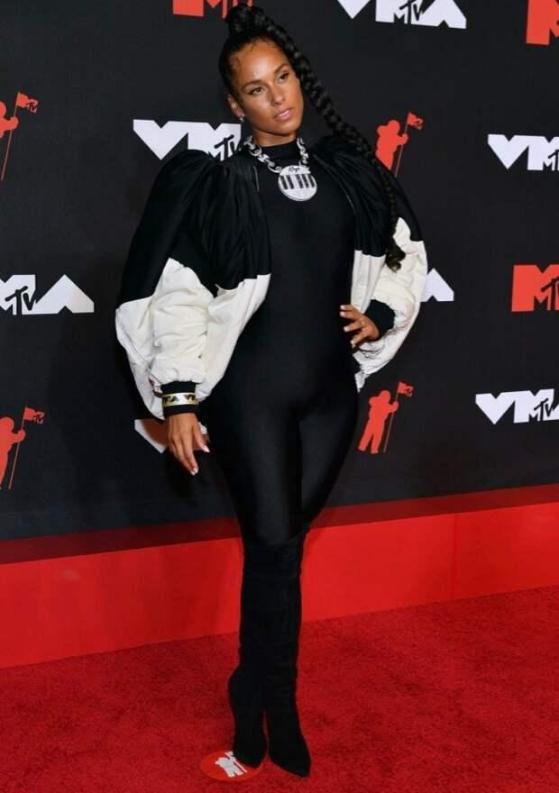 7/32 Alicia Keys in BalenciagaImage: Noam Galai/Getty Images for MTV/ViacomCBS