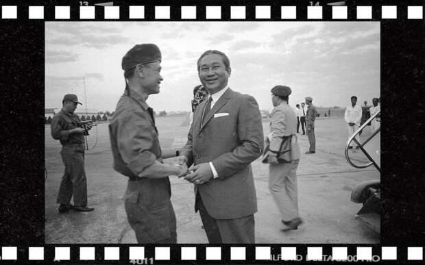 Премьер-министр Лон Нол, 17 января 1971 года. Фото: © AP Photo