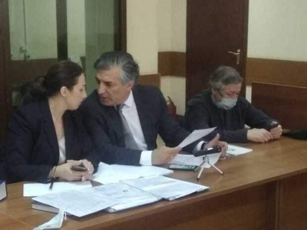 Ефремов в суде шокировал всех непризнанием вины