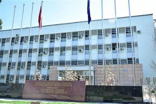 Киргизия и Таджикистан договорились о полном прекращении огня и отвода военных сил