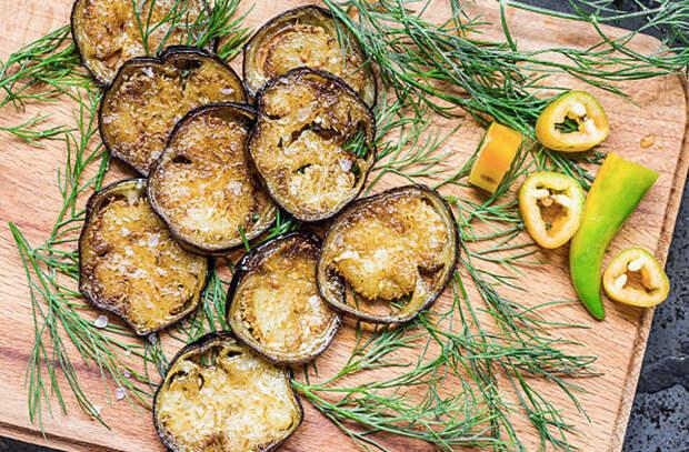 Убираем горечь у баклажанов солью и добавляем вкусноту