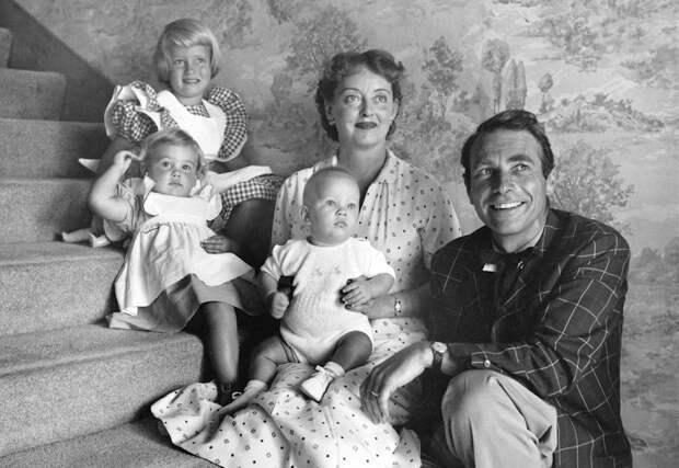 Bette Davis with her husband Gary Merrill and their child, 1954.jpg