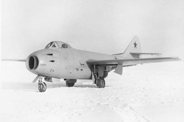 Советский истребитель МиГ-9