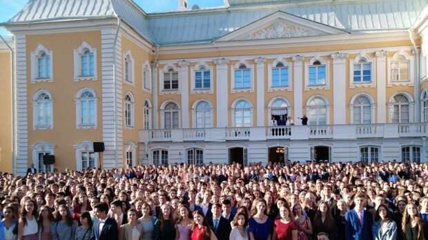 Глава Минпросвещения РФ не исключил очного проведения выпускных вечеров в 2021 году