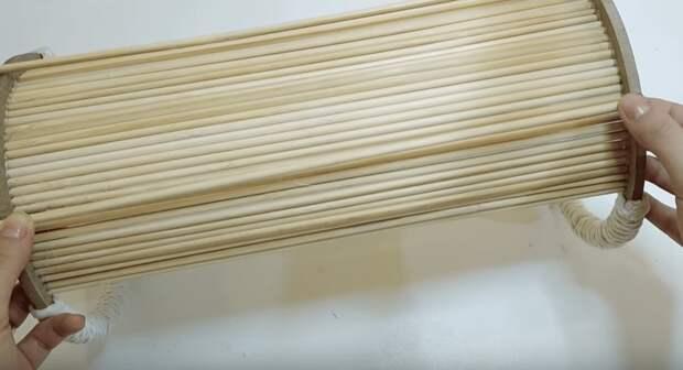 Несколько идеи для уютного декора из бобин от скотча и деревянных палочек