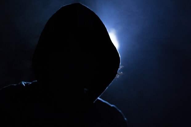 Подозрительный мужчина приставал к детям на 1-й Вольской