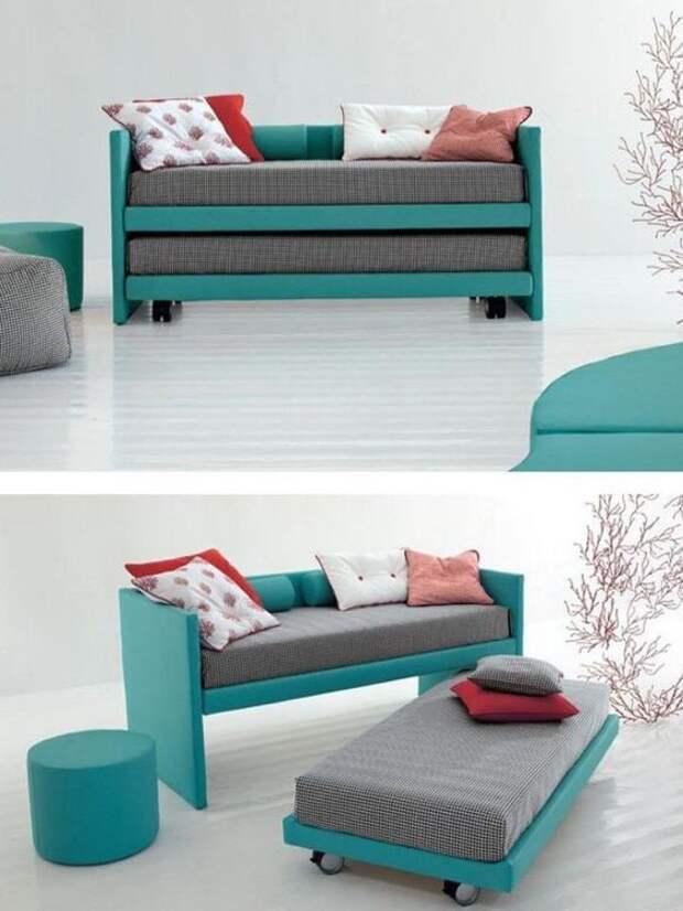 Раскладной диван, который разбирается на два самостоятельных места.