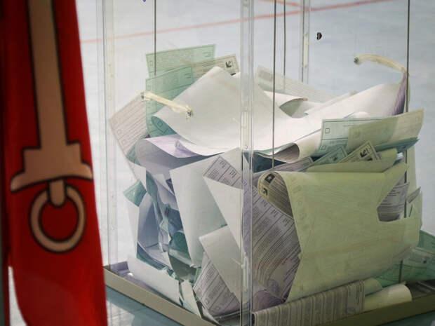 Спящую пару обнаружили в закрытом избирательном участке в Челябинске