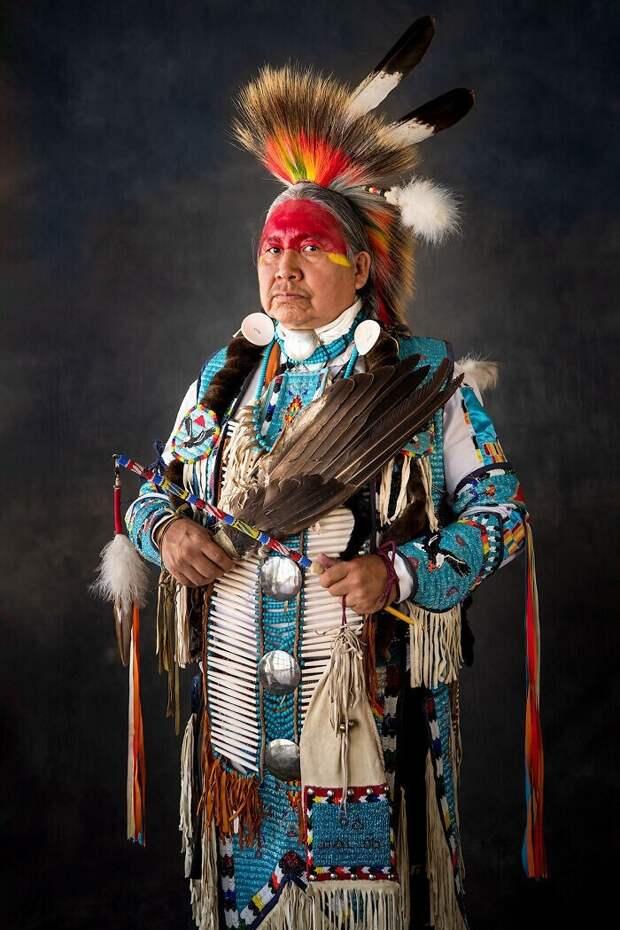 16 невероятных портретов американских индейцев вритуальных костюмах