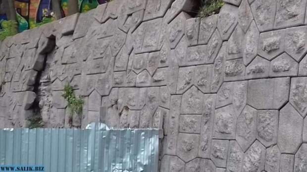 Под Петербургом на острове Котлин обнаружена загадочная стена