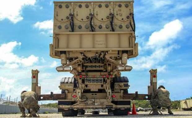 На фото: подготовка системы противоракетной обороны Терминала высокогорной обороны Lockeed Martin's (THAAD)