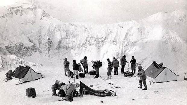 Группа Шатаевой: почему после этого восхождения на Пик Ленина в СССР запретили женский альпинизм